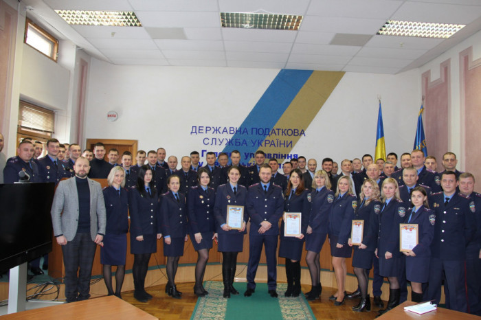 Урочистості з нагоди 23-ї річниці створення податкової міліції у ГУ ДФС в Черкаській області. (Артем Гузь по центру)