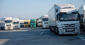 Відстій вантажівок у спеку