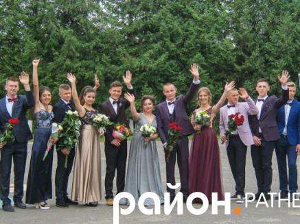 Ратнівські випускники-гімназисти попрощалися зі школою