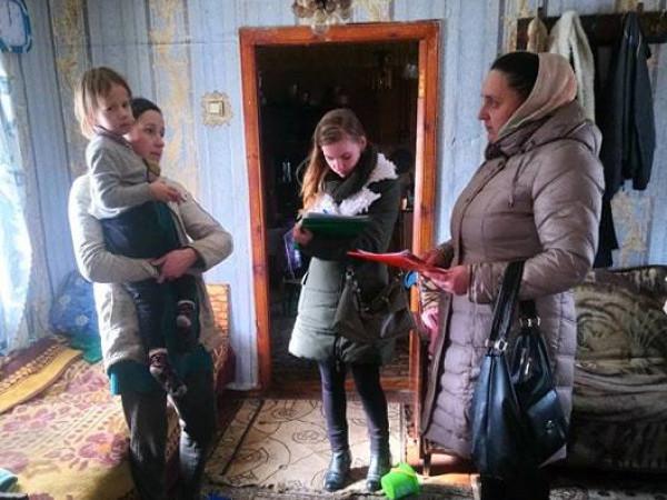 на Ратнівщині соцслужби перевірили кілька сімей