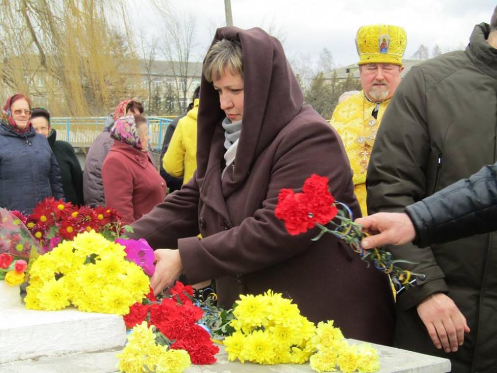 Покладання квітів до пам'ятника Тараса Шевченка