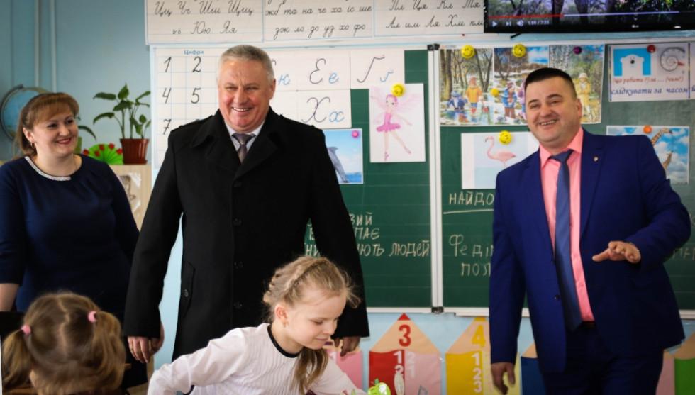 Валентин Андорюсю та Ігор Рудчик на шкільному уроці