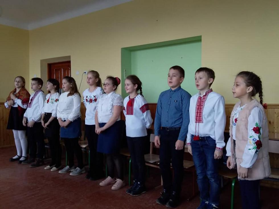 П'ятикласники співають