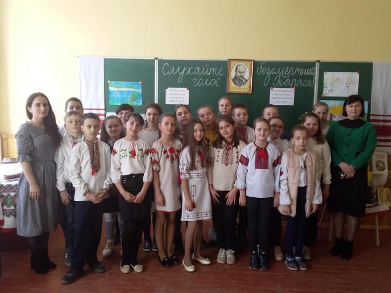 У Ратнівській школі-гімназії відбулося літературно-музичне свято