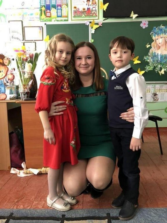 Тамара Теребуха зі своїми учнями