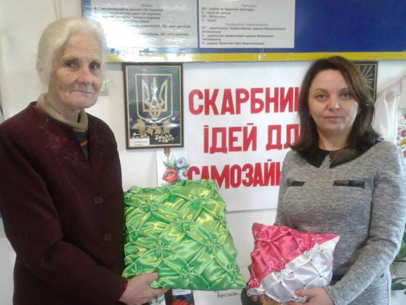 Євгенія Данилюк та фахівчиня центру зайнятості