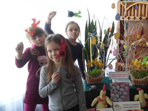 Ратнівські дітлахи робили святкові прикраси