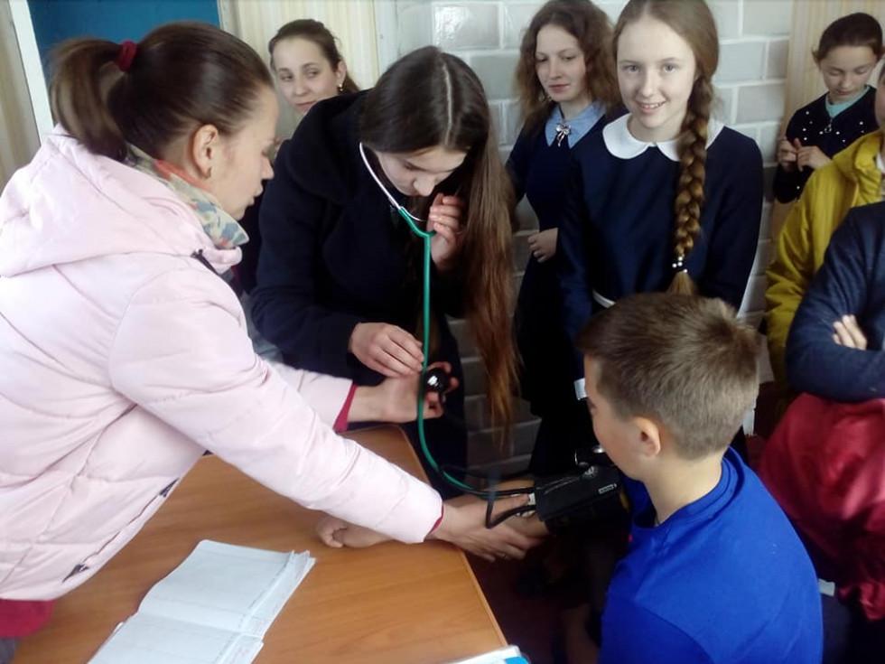 Школярів навчають вимірювати тиск