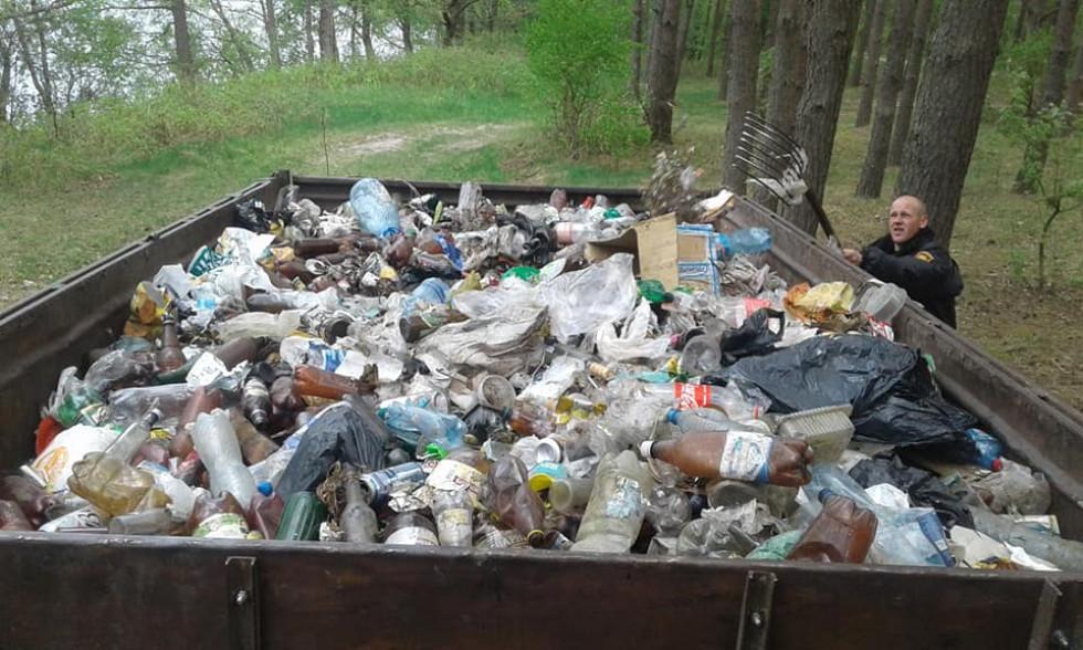 Учасники прибирання назбирали причіп сміття