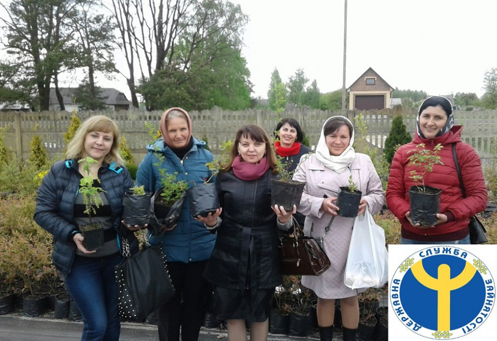 Учасники екскурсії мали можливість придбати саджанці квітів та кущів для себе