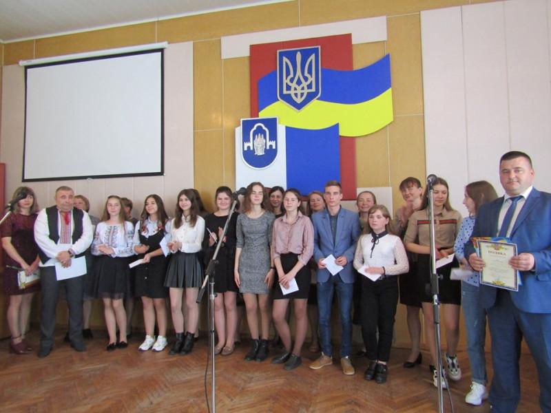 У Ратному відзначили кращих школярів та освітян району