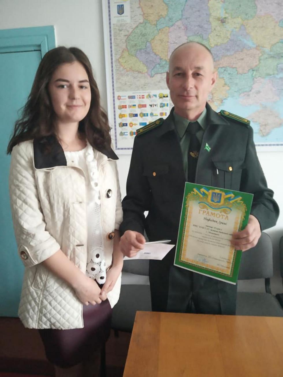 Ірина Нефодюк отримує грамоту