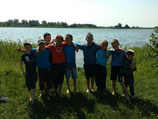 Школярі села Велимче активно відпочили на березі озера Вінок