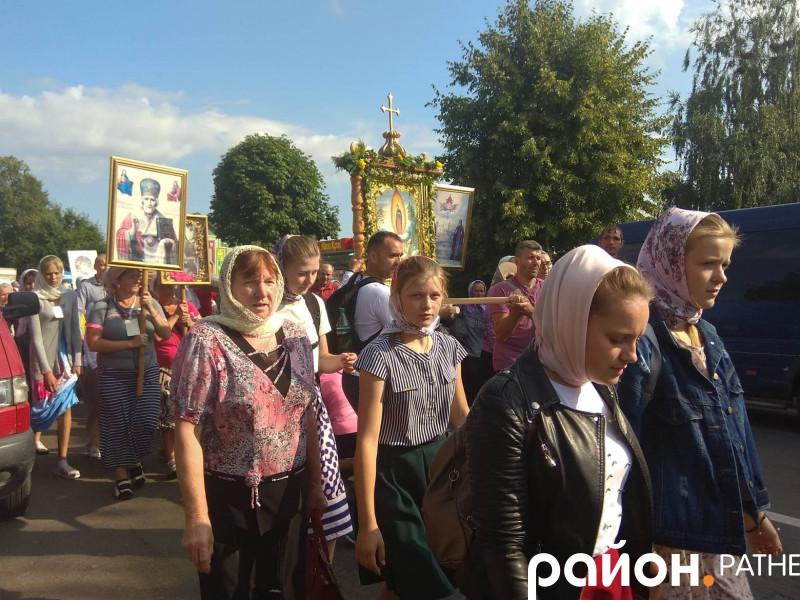 На Ратнівщині віряни розпочали хресний хід до Почаєва