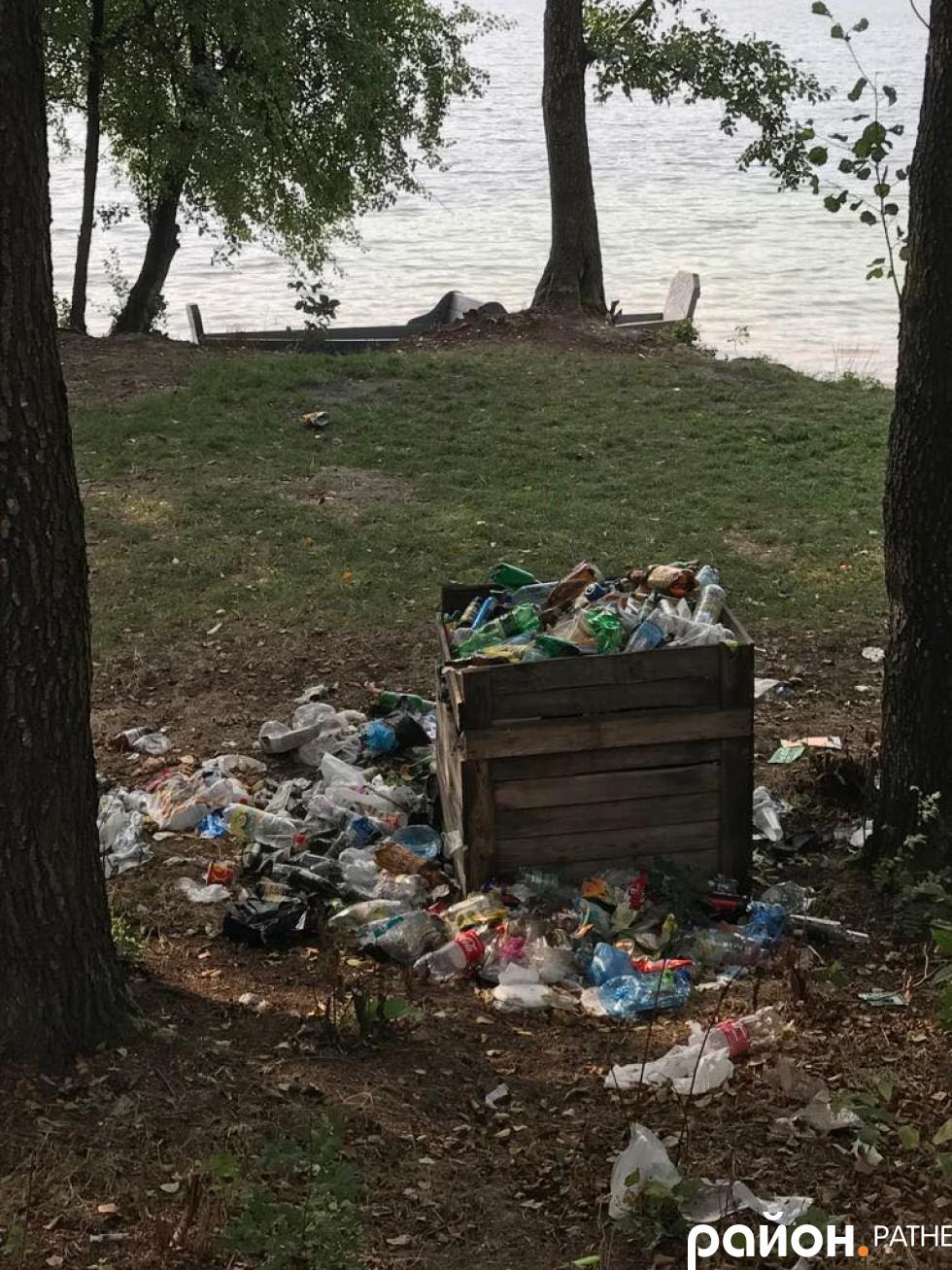 Переповнений смітник