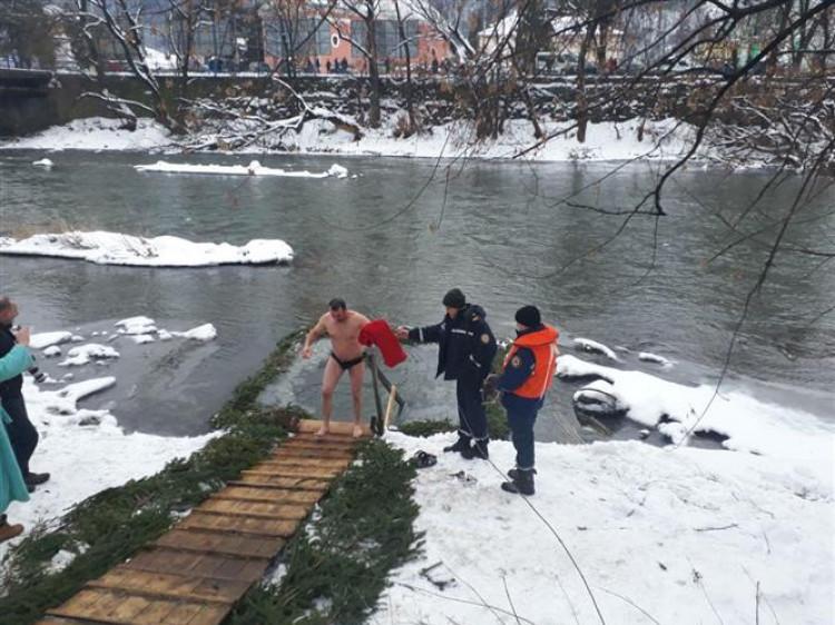 Рятувальники чергуватимуть на місцях водохресних купань