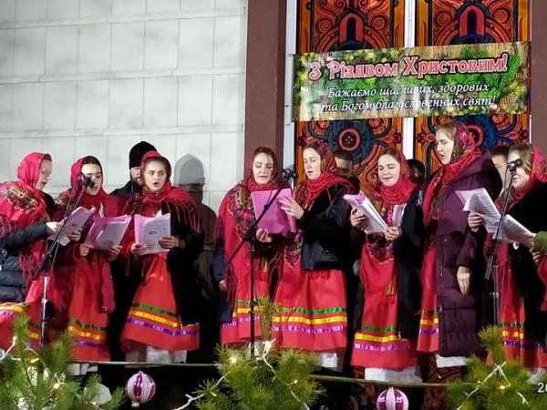 Молодіжні хори Ратнівщини колядували у Ковелі