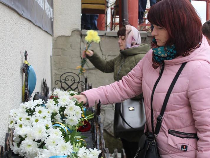 У Ратному вшанували пам'ять невинно вбитих на Майдані шість років тому