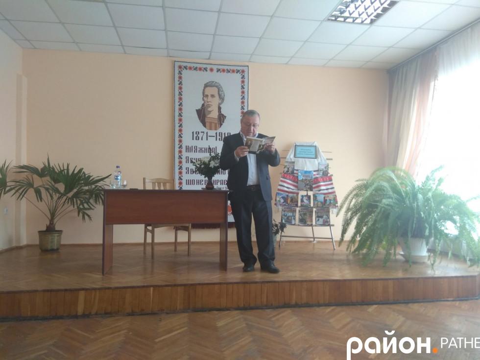 Євген Хотимчук читає оповідання