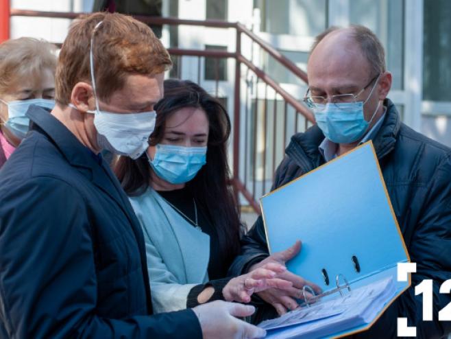 Степан Івахів передав волинським медикам потужний гематологічний аналізатор