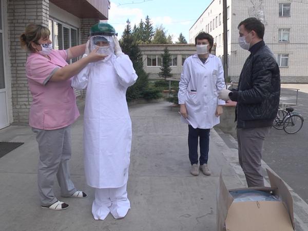 У ратнівських медиків з'явилися захисні костюми та щитки для обличчя