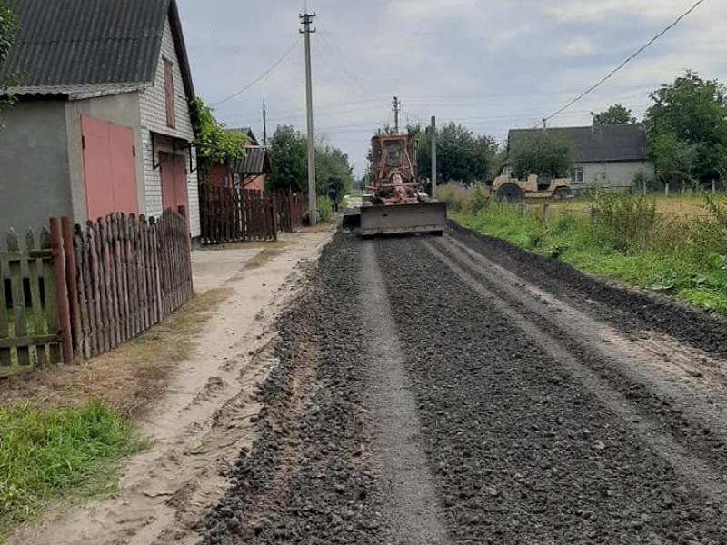 У Ратному ремонтують дороги