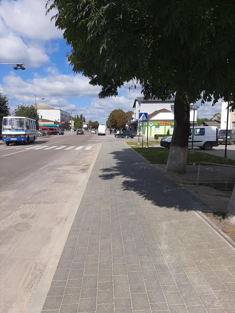 Зроблений тротуар для пішоходів