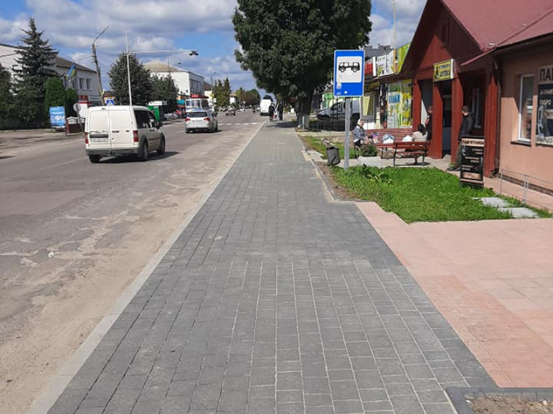 У Ратному облаштували тротуар для пішоходів