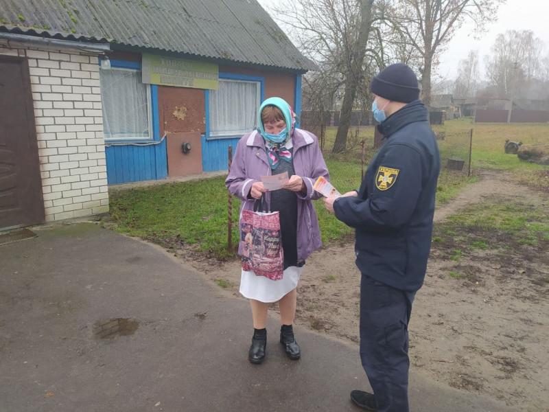 Рятувальники нагадали селянам про пожежну безпеку в побуті