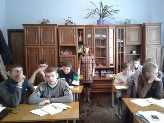Фахівець служби зайнятості з учнями школи