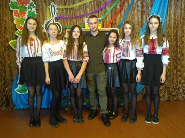 Учні школи із Василем Тарасюком