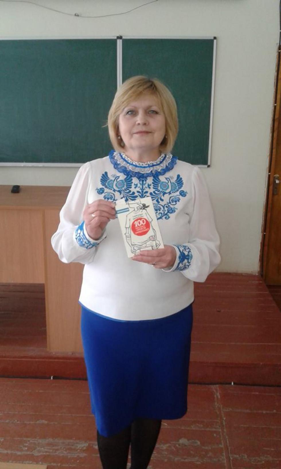 Учителька української мови ратнівської гімназії