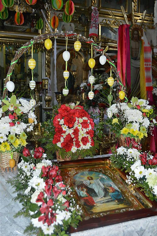 Храм, прикрашений до свята