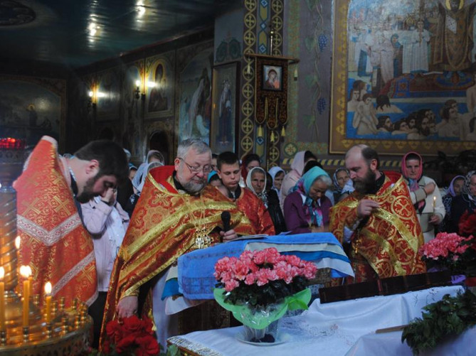 Богослужіння у Дмитрівській церкві
