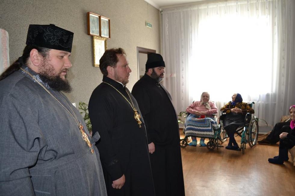 Ратнівське духовенство вітає жителів закладу