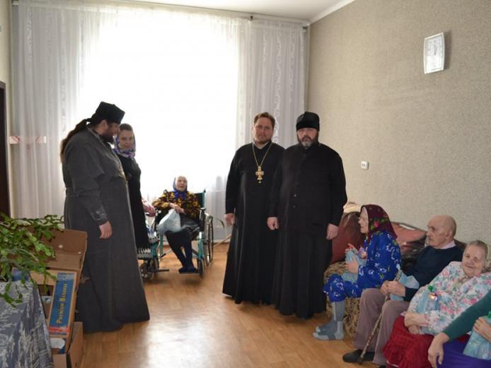 Ратнівське духовенство разом із жителями будинку для літніх людей