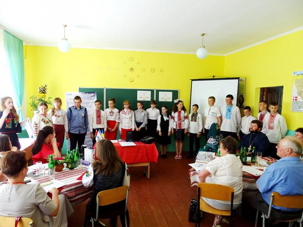 Учні школи села Заліси