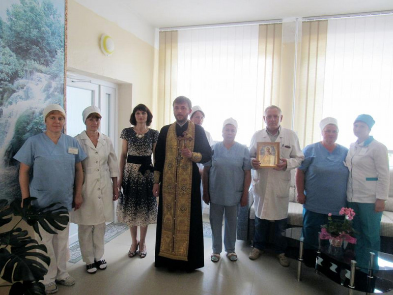 Протоієрей Ігор та працівники ратнівської лікарні