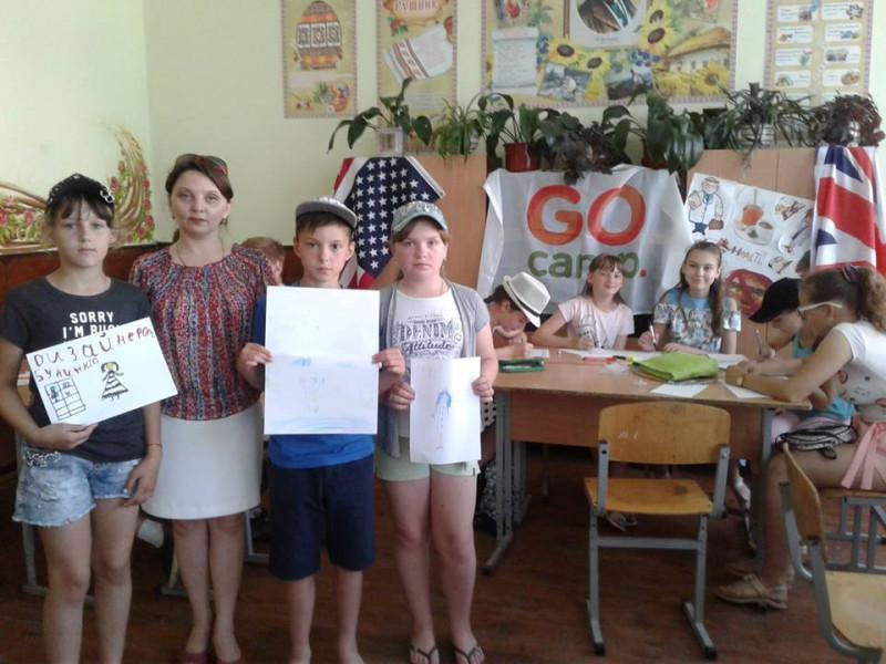 Леся Захарчук із учасниками мовного табору