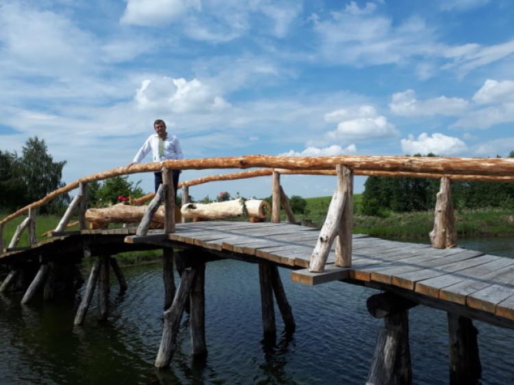 У Залухові волинський суддя власноруч збудував міст