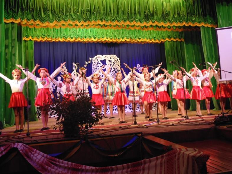 Виступ танцювального колективу