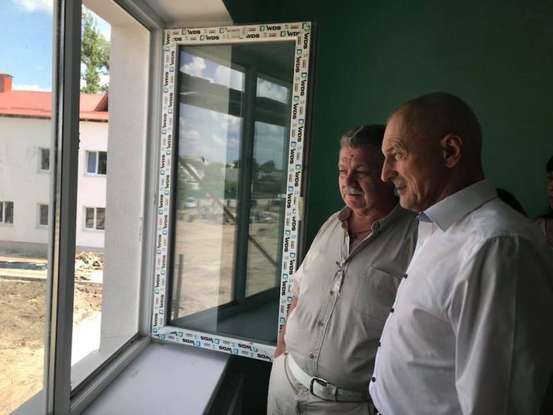 Голова Волинської ОДА перевіряє стан робіт у садочку