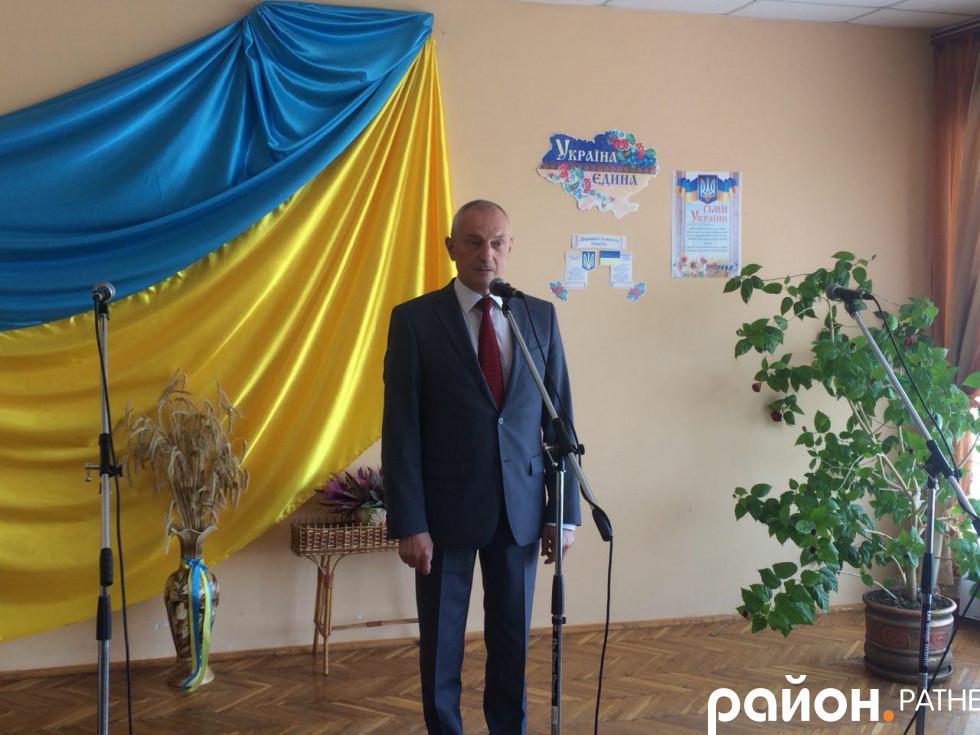 Олександр Савченко вітає багатодітних матусь
