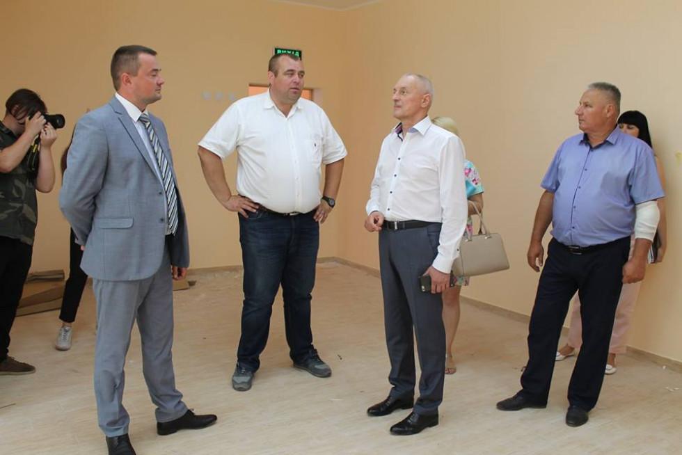 Голова Волинської ОДА інспектує будівництво дитсадочку