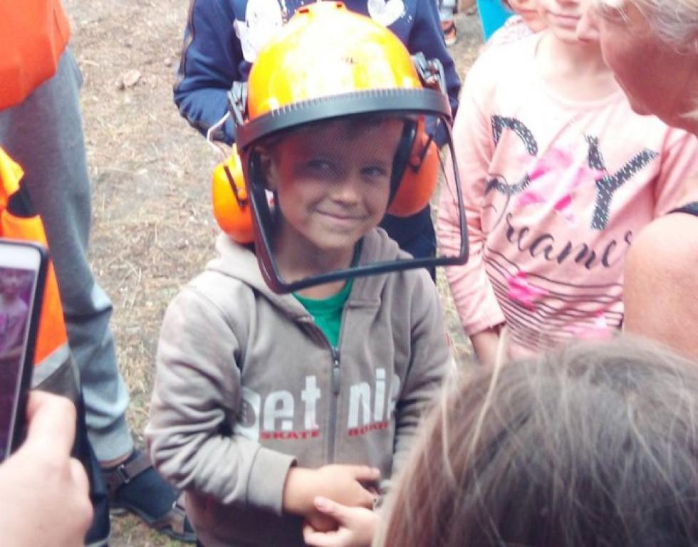 Діти могли приміряти засоби захисту лісівників