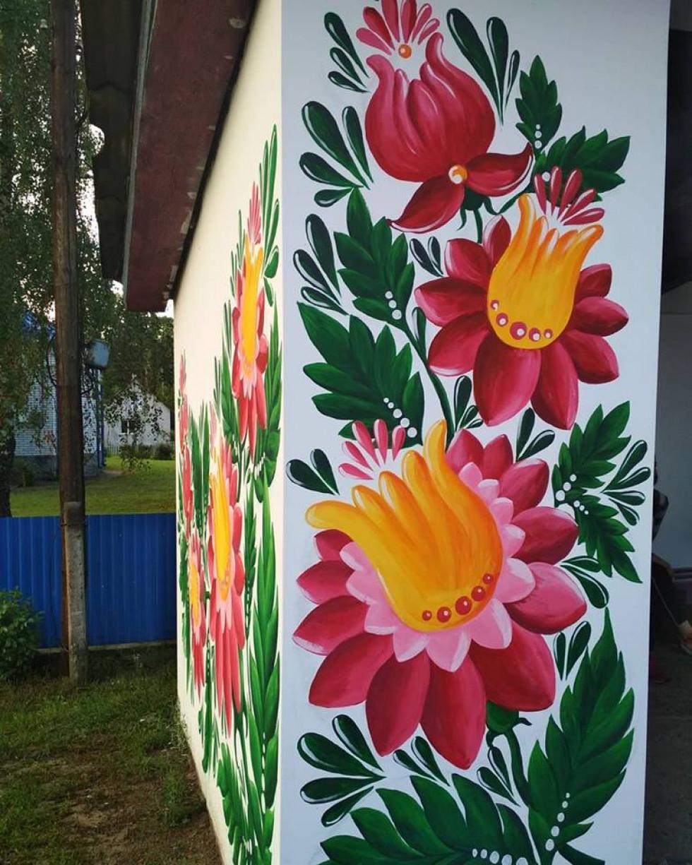 Чарівні квіти на зупинці у Межиситі