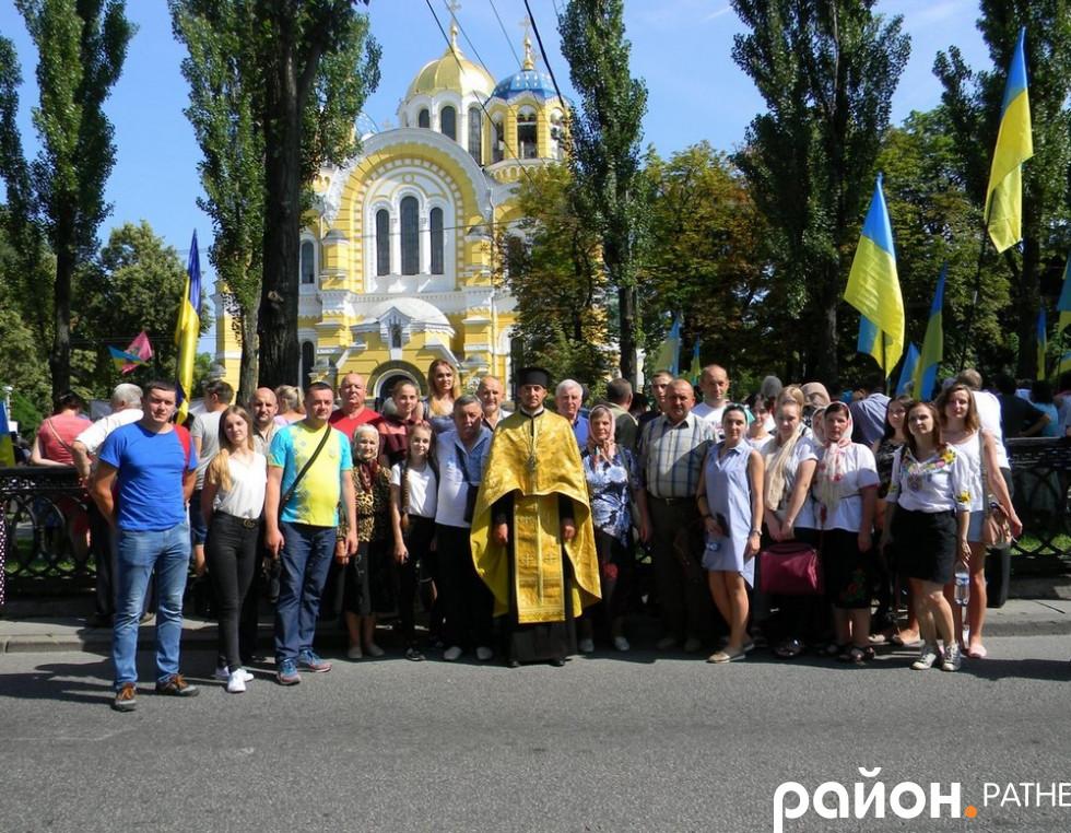 Делегація з Ратнівщини біля Володимирського собору