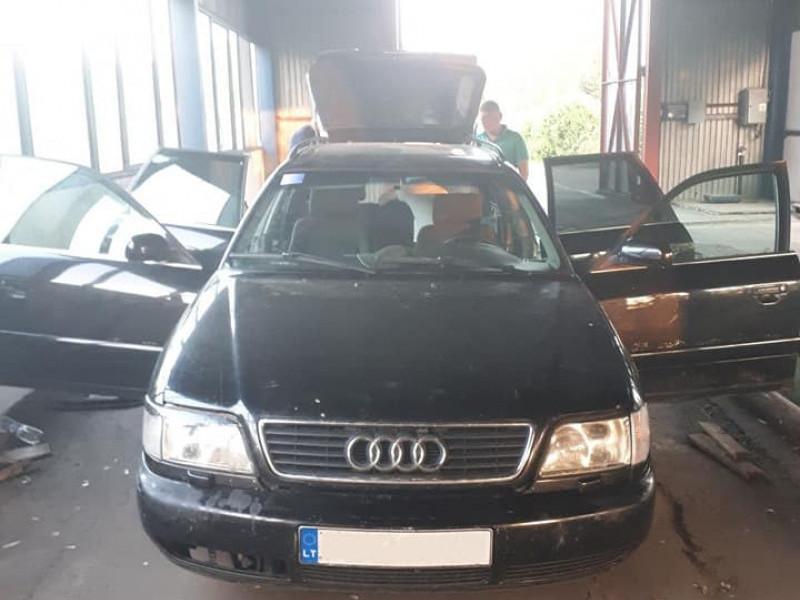 У Домановому прикордонники затримали «Audi» ущент «начинену» контрабандою
