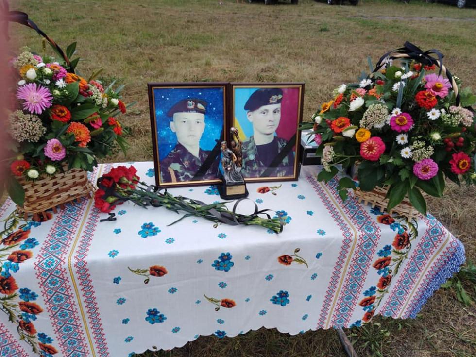 Фотографії померлих бійців