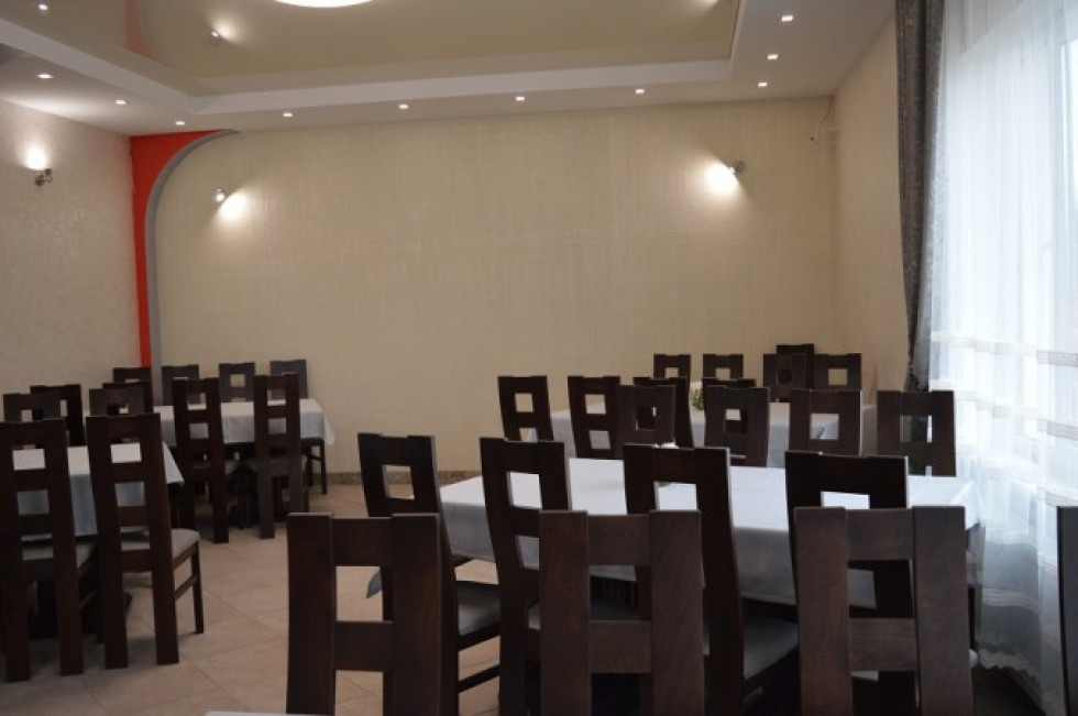 Біля кафе «Калина»